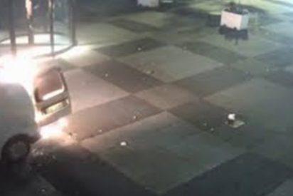 Una cámara de vigilancia grabó este sucio ataque a un periódico en Países Bajos