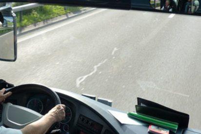 Un pasajero de este autobús evita un accidente tras sufrir el chófer un derrame cerebral
