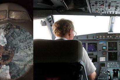 Una terrible tormenta de granizo dejó así el morro de un avión de American Airlines