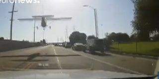 Esta avioneta aterriza de emergencia en una zona residencial en EE.UU.