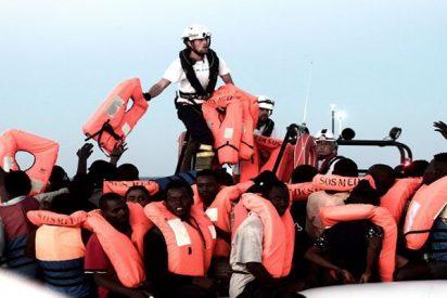 Los españoles acogemos al barco de emigrantes que Italia y Malta abandonaron a su suerte