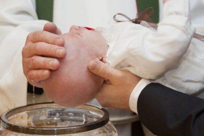 La católica expresidenta de Irlanda afirma que el bautismo de bebés viola los derechos humanos
