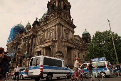 La Policía dispara a un sospechoso en la catedral de Berlín