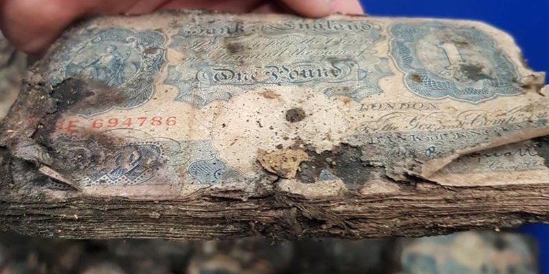 Encuentra 2 millones de dólares en billetes de la II Guerra Mundial haciendo una reforma en su tienda