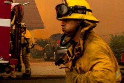 El sobrecogedor momento en que una madre lanza a su bebé por la ventana de un edificio en llamas