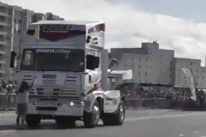El vídeo que demuestra que se pueden hacer caballitos con un camión