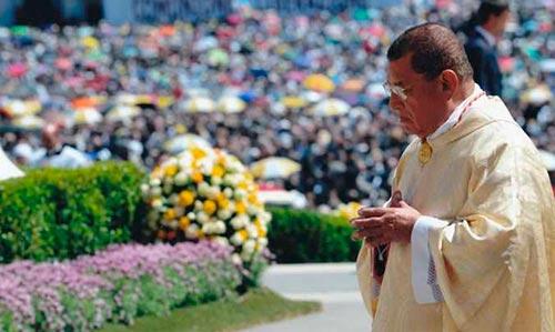 """El Papa lamenta la muerte de Obando, """"abnegado pastor"""""""