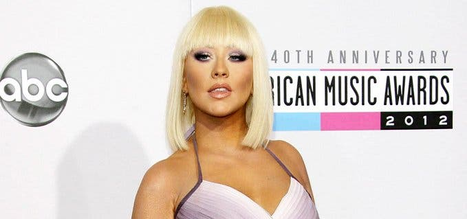 Christina Aguilera promociona su último álbum, 'Liberation', posando en topless