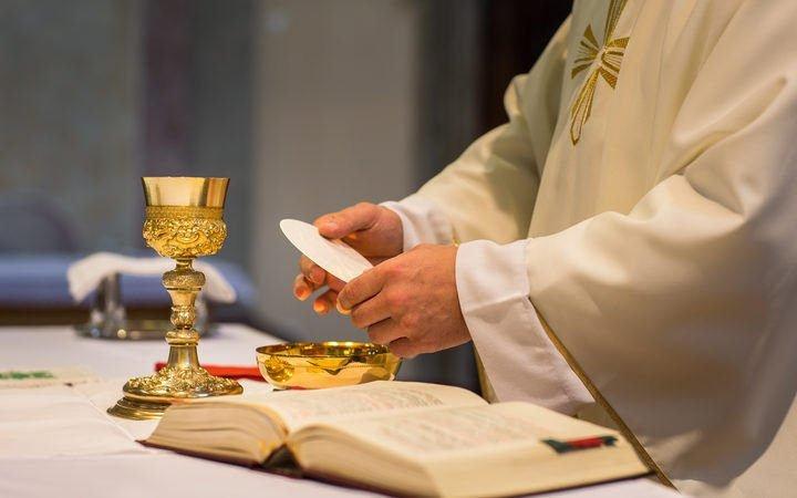 """El obispo de Magdeburgo ve """"completamente incomprensible"""" el 'no' del Vaticano a la intercomunión"""