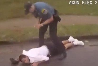 Así atropella con su coche este policía a un sospechoso a la fuga