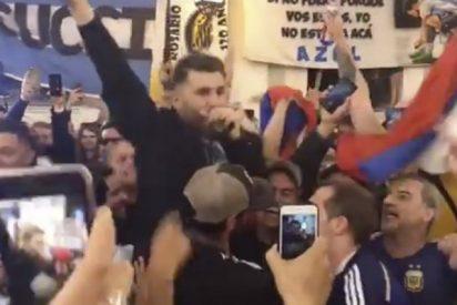 El 'clon' iraní de Messi lo peta en las calles de Moscú