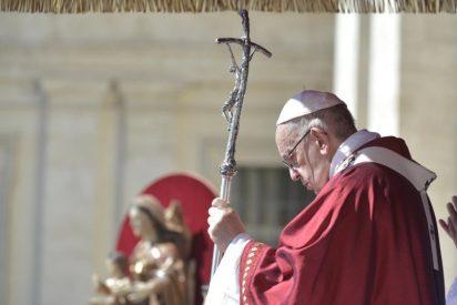 """Francisco: """"Jesús quiere rescatar a su Iglesia de triunfalismos vacíos: vacíos de amor, de servicio, de compasión, de pueblo"""""""