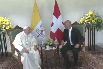 Francisco pisa suelo suizo como el Papa que busca la unidad