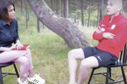 Este futbolista polaco salva a esta periodista de un gran golpe con un remate de derecha