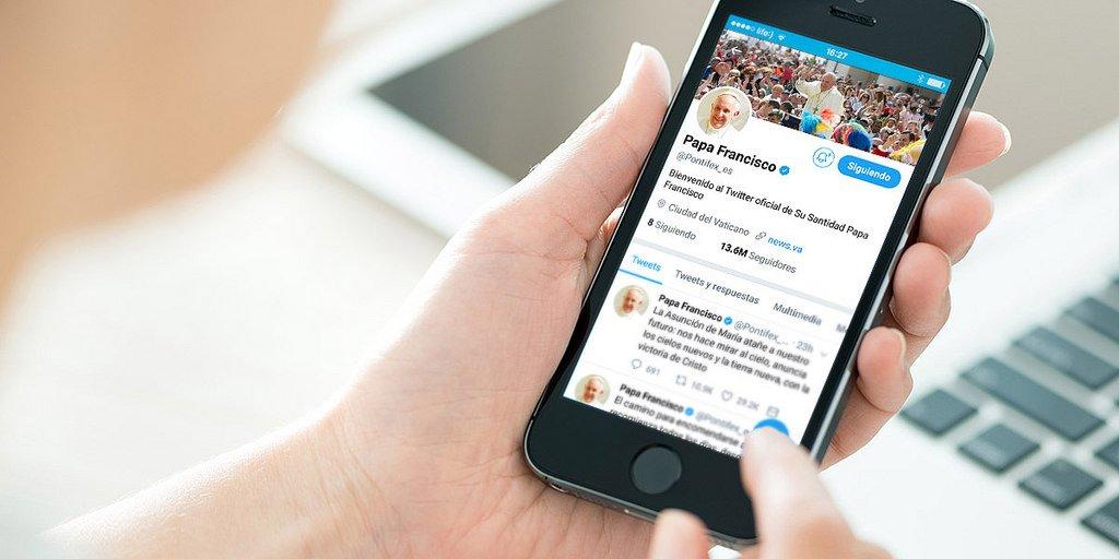 """Francisco pide que las redes sociales """"favorezcan la solidaridad y el respeto del otro"""""""