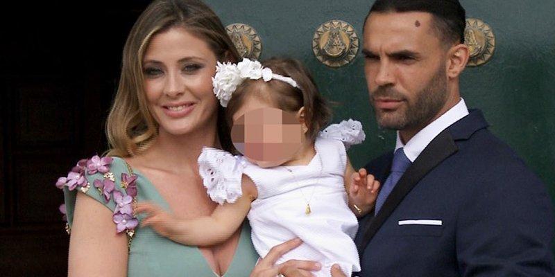 Elisabeth Reyes muy feliz en el bautizo de su hija Adriana