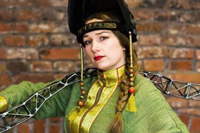 Así es la reina rusa de la soldadura que forja sus esculturas con trajes ignífugos