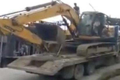 Ni te imaginas qué le sucede a esta excavadora