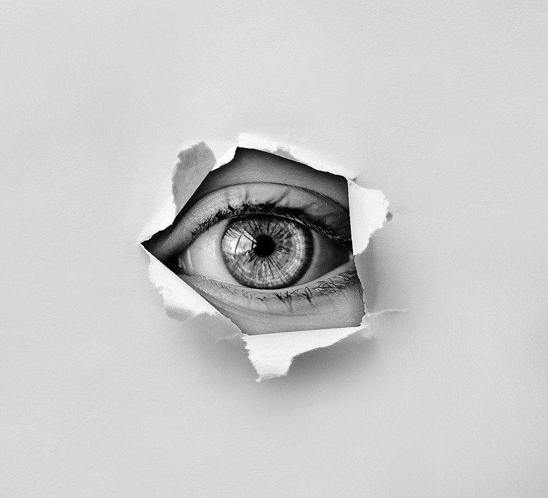 ¿Sabías que aquellos que se creen más listos tienden a creer más en conspiraciones?