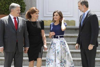 La falda de las rebajas de Letizia que lo peta en las redes