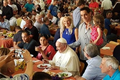 ¿Cómo celebra el Papa la fiesta de Pedro y Pablo? Invitando a comer a 280 pobres