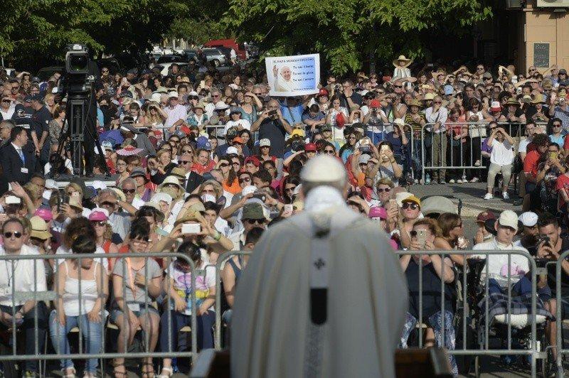"""Francisco: """"La Iglesia es nuestra casa, donde hay y debe haber un lugar para todos"""""""