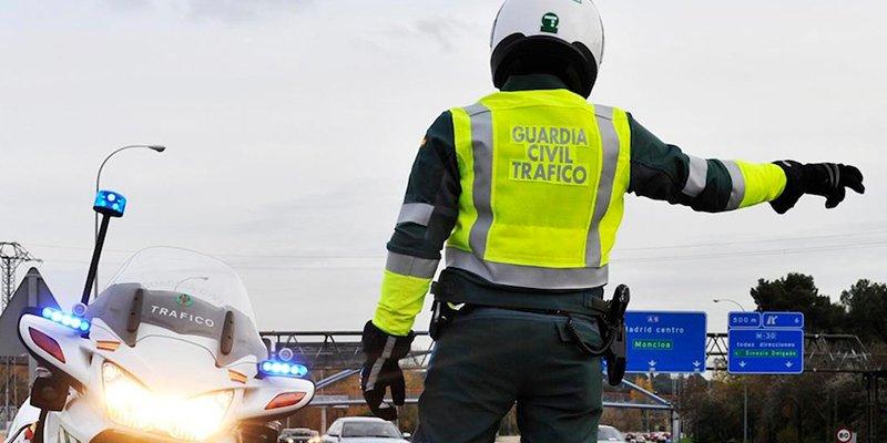 El aviso de la Guardia Civil sobre un gesto al volante que puede costarte 200 euros