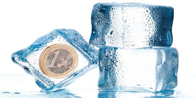 ¿Sabes por qué debes tener siempre una moneda metida en el congelador de la nevera?