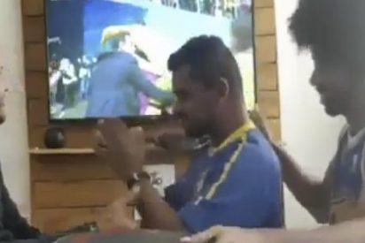 La emotiva celebración de un hincha ciego y sordomudo tras el gol de Coutinho ante Costa Rica