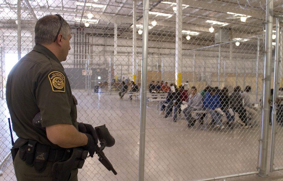 """Trescientos teólogos acusan de racismo a Trump por su política migratoria """"draconiana y cruel"""""""