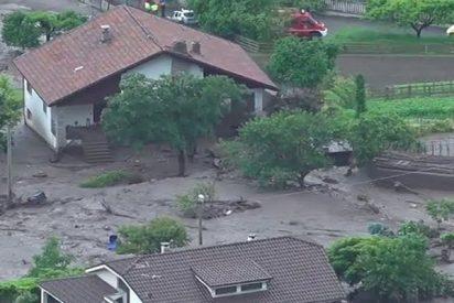 Deslizamiento de tierra arrasa este pueblo en los Alpes