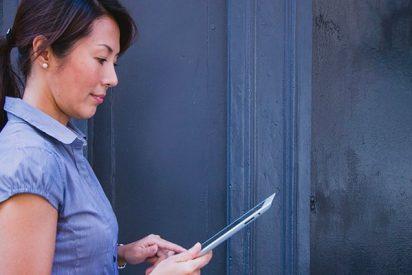 Leer en el móvil o tableta empeora un 90% los síntomas de dolencias visuales