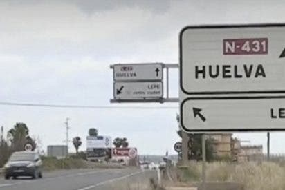 La Policía pilla 'in fraganti' a unos tipos haciendo el truco más caradura visto nunca en las carreteras españolas