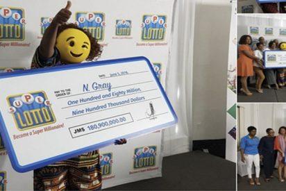 Para no ser reconocida, esta jamaiquina recoge un gran premio de lotería con una máscara