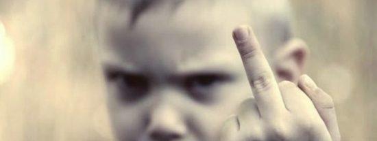 Esta bronca a los 'niñatos malcriados' colgada en un ambulatorio gallego triunfa en redes sociales