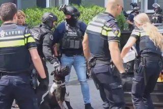 Un sirio mata a este perro policía con un hacha mientras grita 'Allahu Akbar'