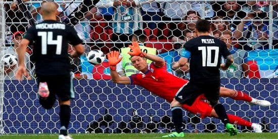 Messi falla un penalti y una penosa Argentina empata con Islandia (1-1)