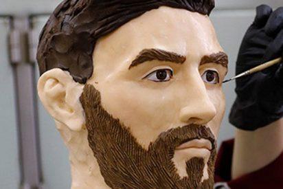 Confiteros fabrican este Messi de chocolate de tamaño real como regalo de cumpleaños del futbolista