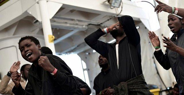 Gobierno de Pedro Sánchez: los menores del Aquarius, fugados por Alicante
