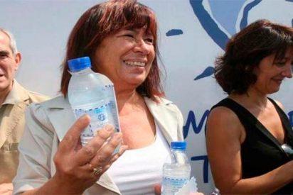 La socialista Cristina Narbona gastó un millón de euros en comprar botellines de agua desalada