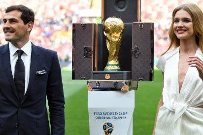 Quién es Natalia Vodianova, la modelo rusa que presentó la Copa del Mundial junto a Iker Casillas