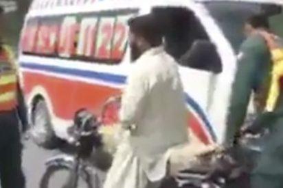 Así solucionan sus diferencias en la carretera los hombres de Pakistan