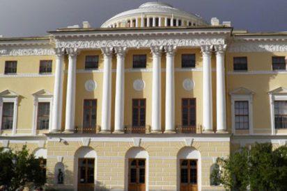 Un borracho duerme en los aposentos de una emperatriz en un palacio ruso y roba una valiosa pieza