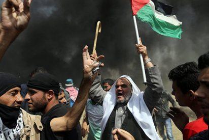 Decenas de palestinos heridos por soldados israelíes en una protesta en la frontera de Gaza