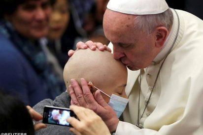 """Francisco: """"Dios nos espera primero, nos ama primero, nos ayuda primero"""""""