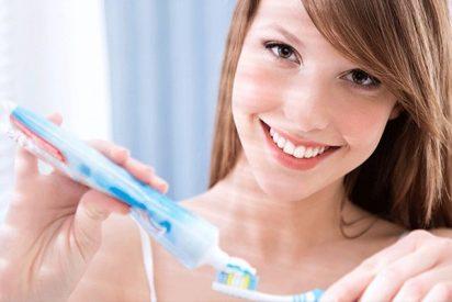 ¿Sabes por qué no debes tragarte la pasta de dientes?