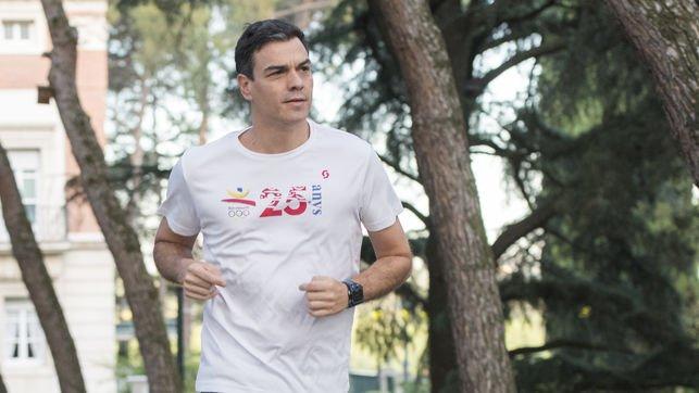 El mensaje oculto en la camiseta de Pedro Sánchez mientras corre a todo meter