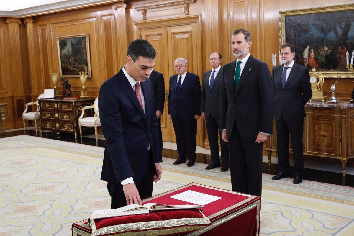 El obispo de Almería respeta la decisión de Pedro Sánchez de prometer el cargo sin Biblia ni crucifijo