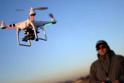 Este impresionante dron es capaz de doblar los brazos para pasar por un espacio estrecho