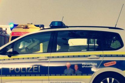 La Policía alemana recrea así un accidente de coche para ver cómo actúan los conductores